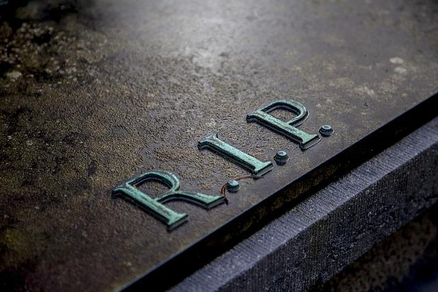 tumba R.I.P. Sucesión a bienes o herencia