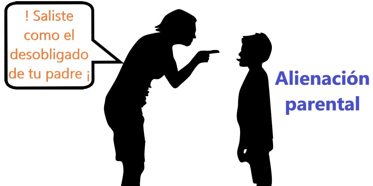 madre regañando al hijo denigrando al padre. Alienación parental