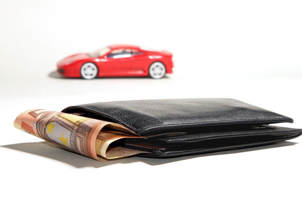 cartera con dinero y vehiculo. Contrato de prenda