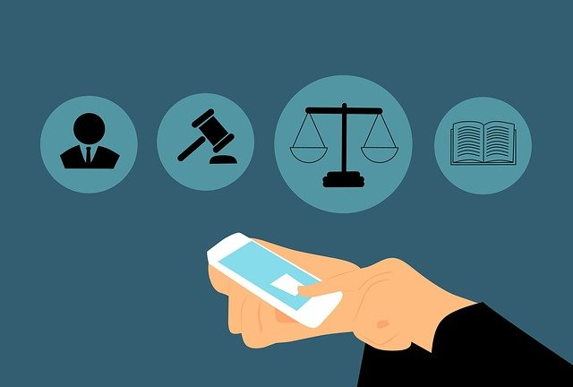 abogado y smartphone